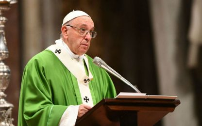 """Il Papa su Twitter: """"Ogni straniero è occasione di incontro con Gesù"""""""