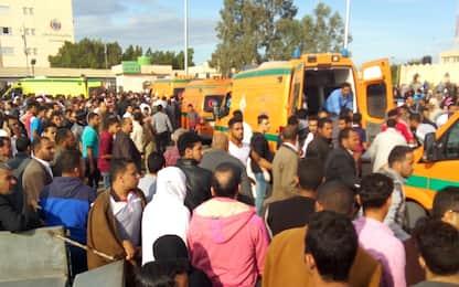 """Attacco moschea Egitto, 305 morti: """"Terroristi avevano bandiera Isis"""""""