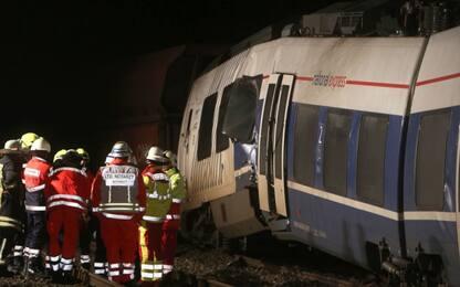 Germania, scontro tra treni nel Nord Reno Westfalia: decine di feriti