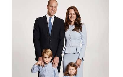 Ritratto di famiglia in blu per il Natale di William e Kate