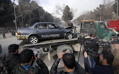 Kamikaze si fa esplodere vicino a sede intelligence, 6 morti a Kabul