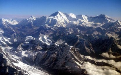 Nepal, dal 2018 sarà vietato scalare l'Everest in solitaria