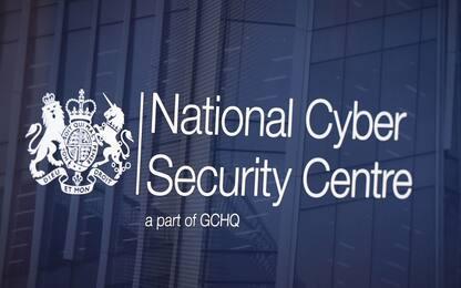 Regno Unito, responsabile 007 lancia allerta su cyber attacco