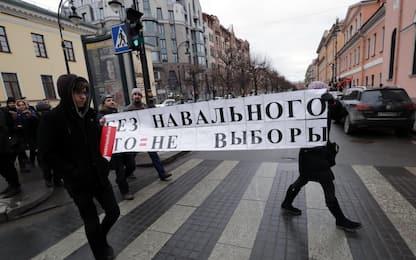 Russia, Navalny scende in piazza: fermato e poi rilasciato