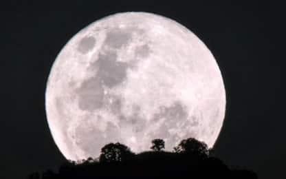 Arriva la Superluna di marzo: quando ammirare il plenilunio