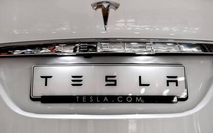 Tesla, agenzia sicurezza stradale Usa chiede richiamo di 158 mila auto
