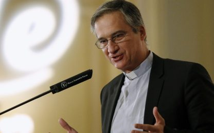 Lettera di Ratzinger modificata, si dimette monsignor Edoardo Viganò