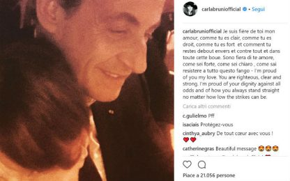 """Sarkozy indagato, Carla Bruni lo difende su Instagram: """"Fiera di te"""""""