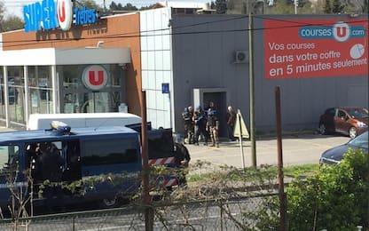 Attentato Francia: spara, prende ostaggi