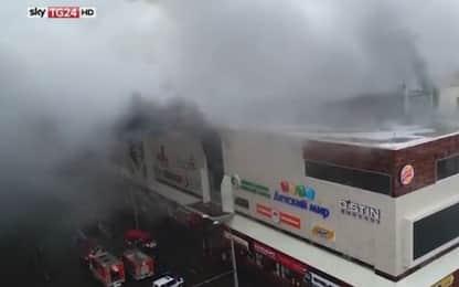 Russia, incendio in un centro commerciale: vittime e dispersi