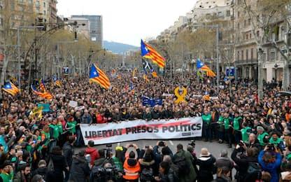 A Barcellona si manifesta per Puigdemont