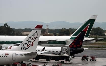 Catania, in aereo con finte card con lama d'acciaio: due denunciati