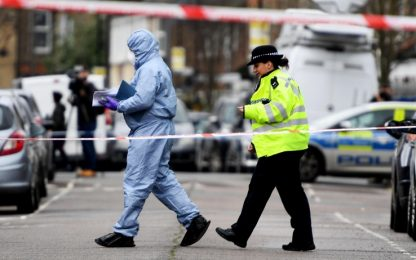 Londra: due sparatorie nella notte, morta 17enne, grave 16enne