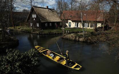 Germania, la posta si consegna in canoa. FOTO