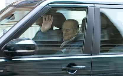 Il principe Filippo lascia l'ospedale dopo l'intervento all'anca