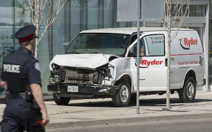Toronto, furgone sui passanti: 10 morti. Arrestato il guidatore
