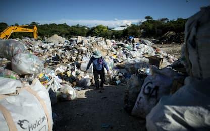 Chiusa per i rifiuti l'isola di Boracay