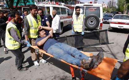 Afghanistan, 2 esplosioni a Kabul: almeno 29 morti tra cui 9 reporter