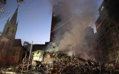 Brasile, crolla palazzo occupato da squatter: almeno un morto. VIDEO
