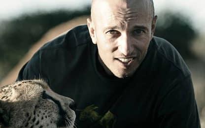 Morto il regista Carlos Carvalho, ucciso sul set da una giraffa