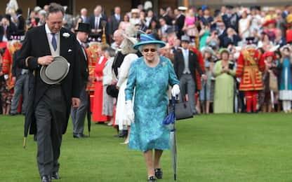 Elisabetta II al tradizionale garden party a Buckingham Palace
