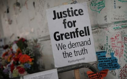 "Rogo Grenfell Tower, report accusa i pompieri: dissero ""state in casa"""