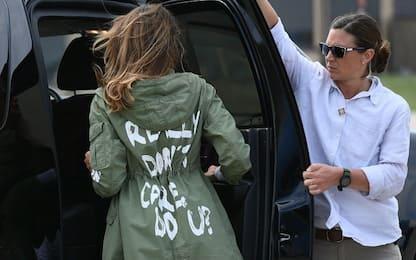 "Melania in Texas, giacca diventa un caso. Trump: ""Messaggio ai media"""