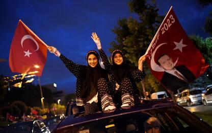 """Turchia, Erdogan riconfermato. Opposizione: """"Competizione non equa"""""""