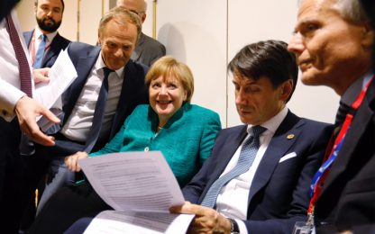 Macron: centri accoglienza solo in Paesi primo arrivo. Conte smentisce