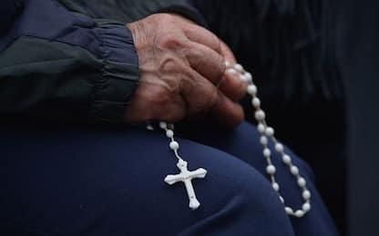 Truffe in abito talare, sgominata a Roma la banda del monsignore