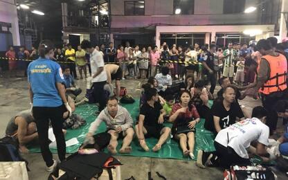 Thailandia, naufragio di turisti a Phuket: 53 dispersi