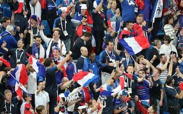 Ansa-Francia-Belgio-tifosi_francia_in_festa