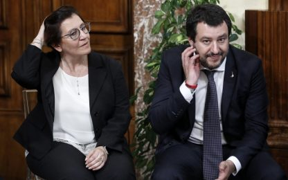 """Migranti, Trenta sfida Salvini: """"Accoglienza è una bella parola"""""""