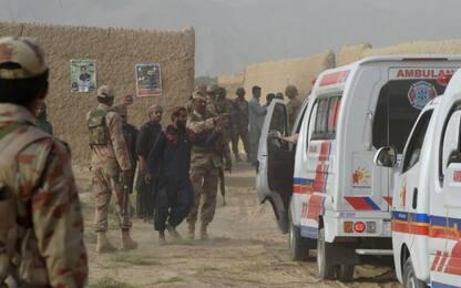 Pakistan, attentato prima delle elezioni: 132 morti. L'Isis rivendica