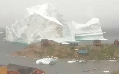 Iceberg Groenlandia, l'avvicinamento al villaggio in time-lapse. VIDEO