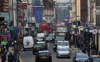 Gran Bretagna, stop ad auto diesel e benzina dal 2030