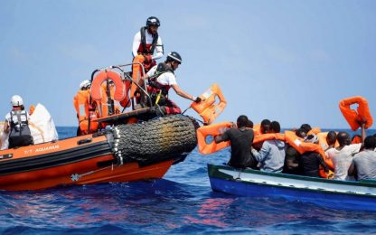 Migranti, Aquarius: serve porto sicuro. Msf: barconi ignorati da navi