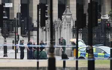 GettyImages_Londra_auto_contro_Parlamento