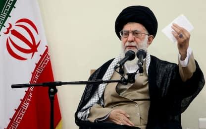 """Iran, Khamenei: """"Pronti ad abbandonare l'accordo sul nucleare"""""""