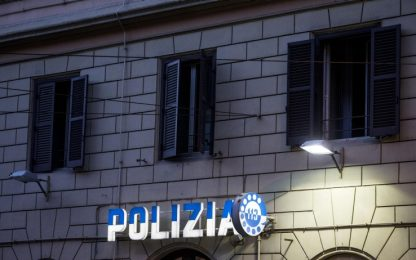 Roma, provoca incidente e poi aggredisce passanti: arrestato