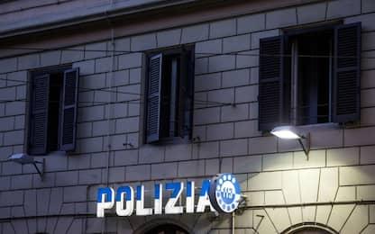 Torino, droga al posto della batteria del cellulare: arrestato