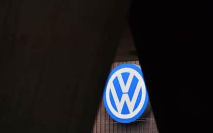 Ue indaga su Bmw, Vw e Daimler: possibili accordi su emissioni