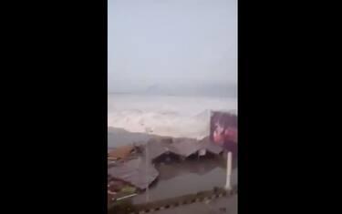 tsunami-indonesia-video