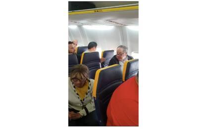 Insulti razzisti su volo Ryanair per Londra: il video diventa virale