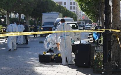 Attentato a Tunisi, donna kamikaze si fa esplodere: diversi feriti