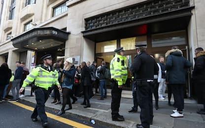 Londra, uomo con machete nella sede Sony: due feriti. Non è terrorismo