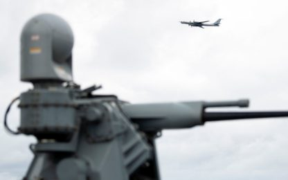 Tensione in Norvegia, bombardiere russo sorvola nave da guerra Usa
