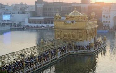 1india_festeggiamenti_tempio_oro_amritsar_GettyImages