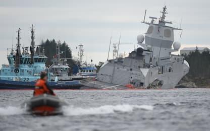Collisione nave militare-petroliera in fiordo Norvegia. FOTO
