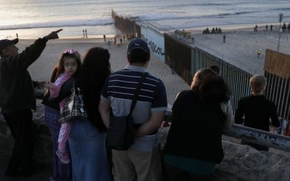 Usa, carovana migranti al confine con il Messico